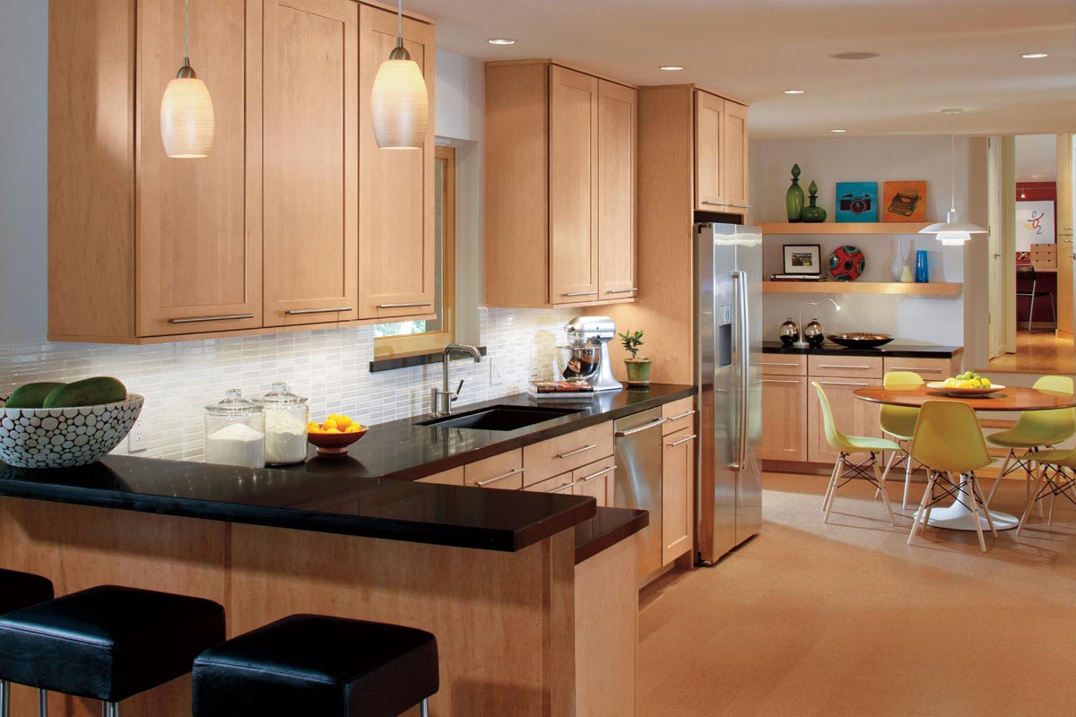 What Color To Paint Kitchen With Oak Cabinets